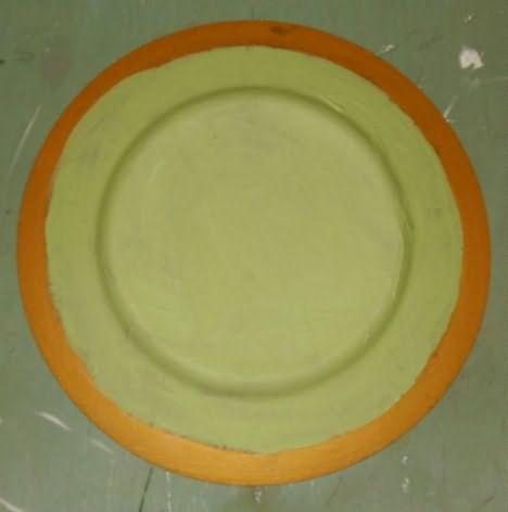 Создание декора тарелки - приклеевание бумаги