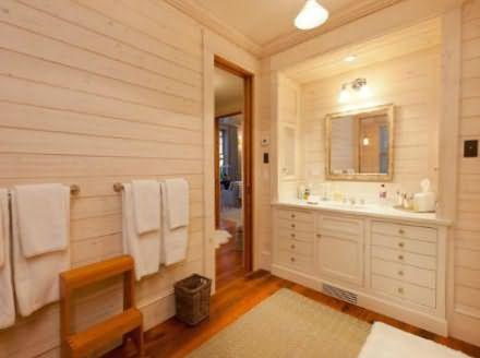 отделка стен в ванной комнате деревом