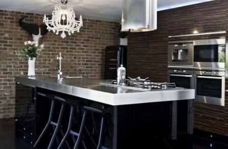кирпичная стена в кухне